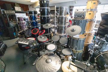 DRUM SETS AND PARTS